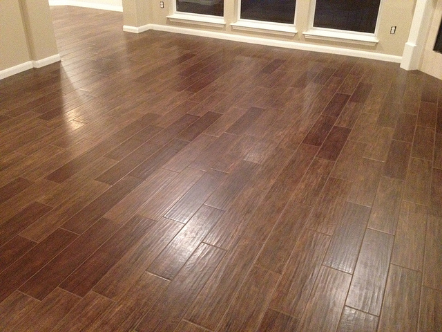 Porcelain wood tile porcelain tile that looks like wood for Tile and hardwood floor